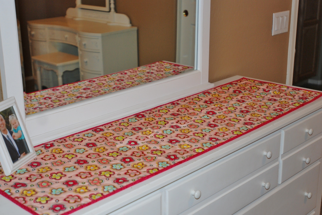 Image of: Table Runner Theme