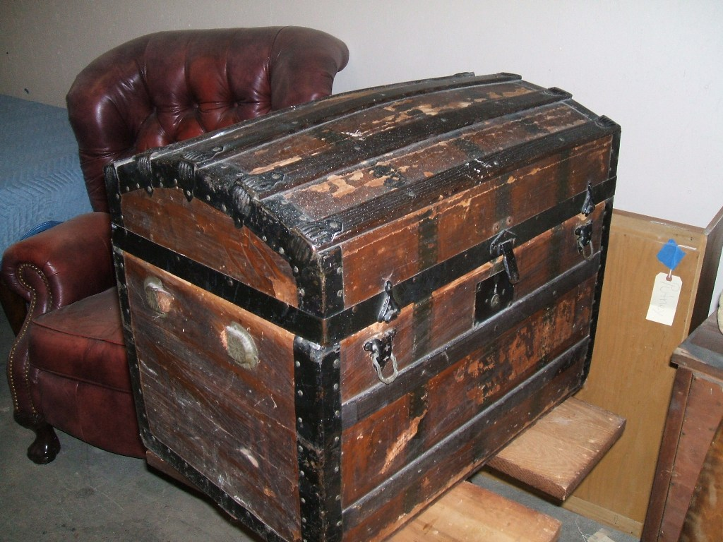 Picture of: Trunk Style Dresser