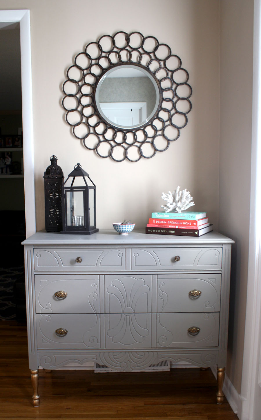 Picture of: Vintage Dresser With Mirror