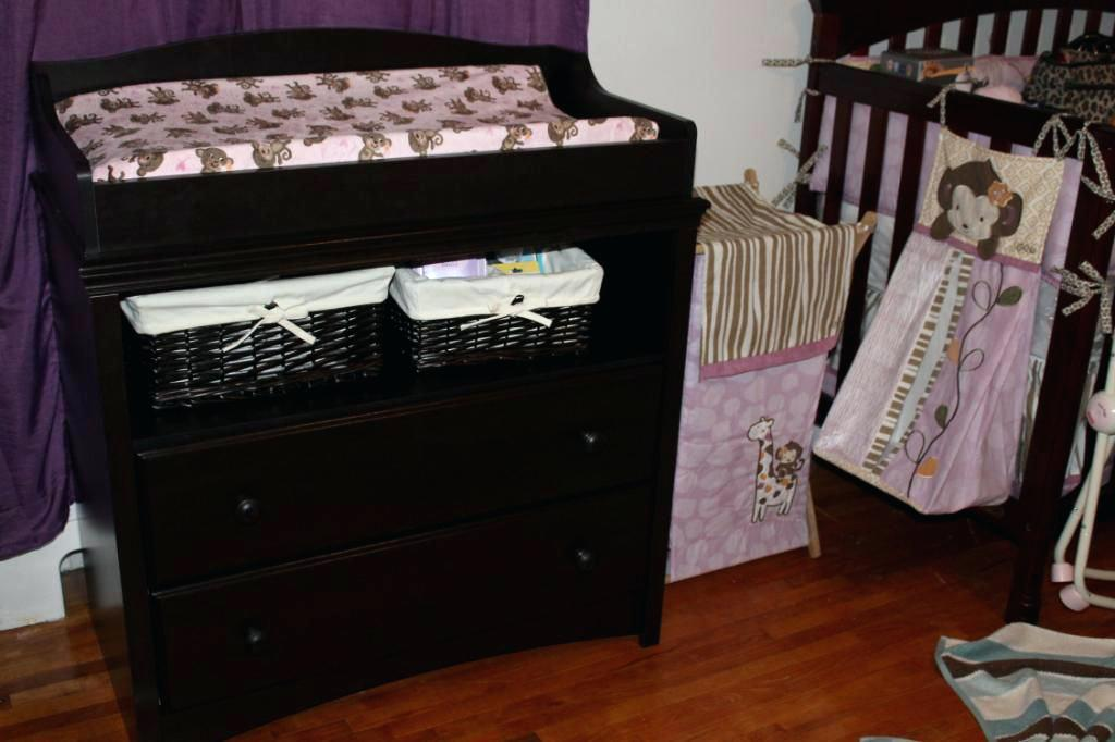 Image of: Wall Mounted Changing Table Ideas