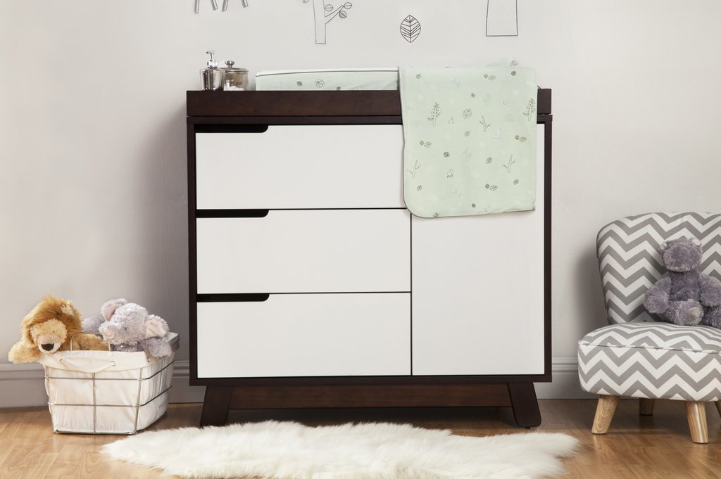 Picture of: White Changing Table Dresser