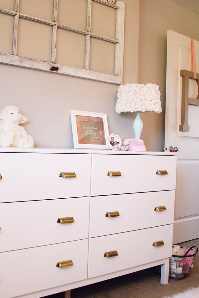 Picture of: White Dresser Gold Hardware
