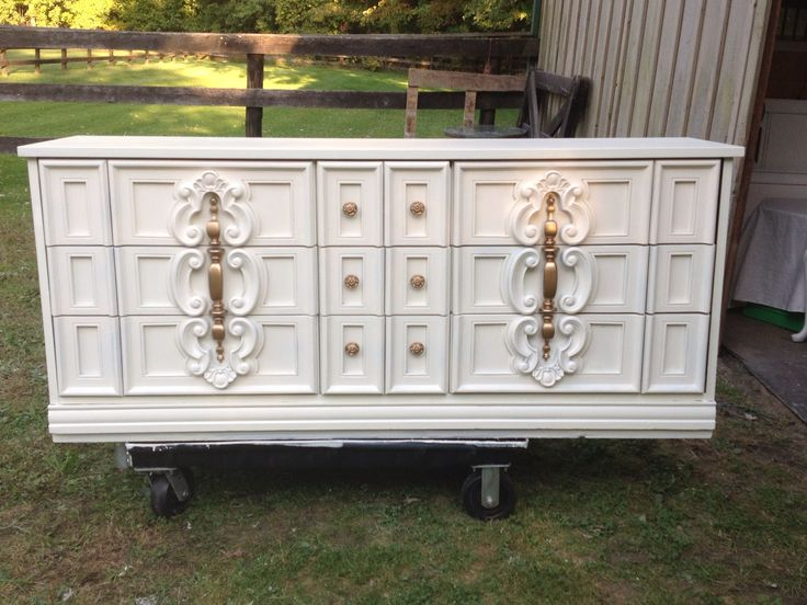 Picture of: White Dresser Gold Knobs