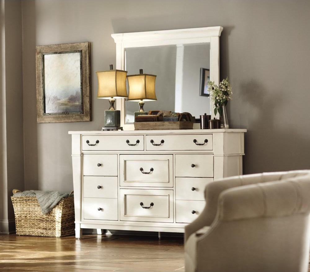 Picture of: White Dresser