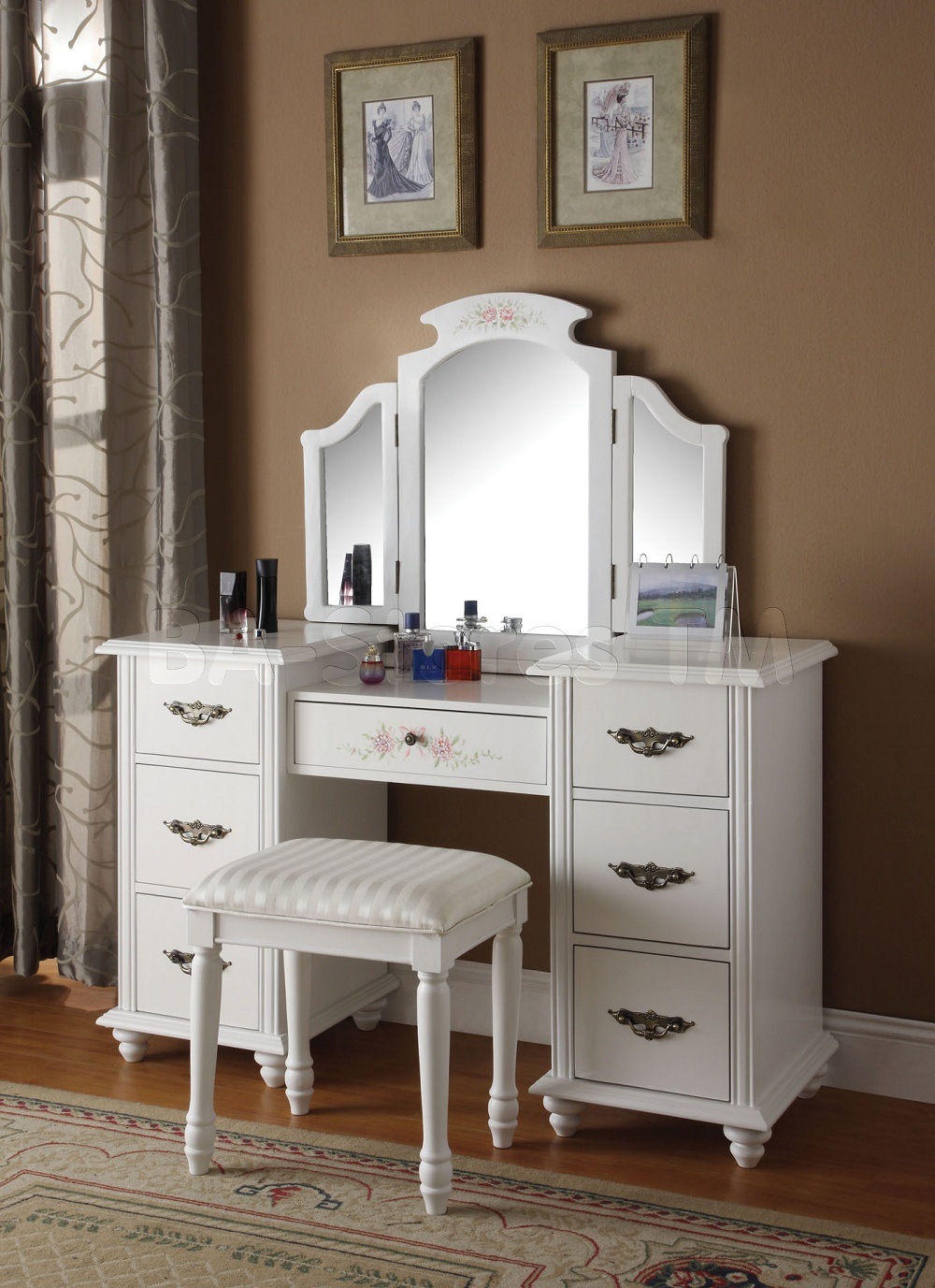 Picture of: White Ikea Vanity Mirror With Lights