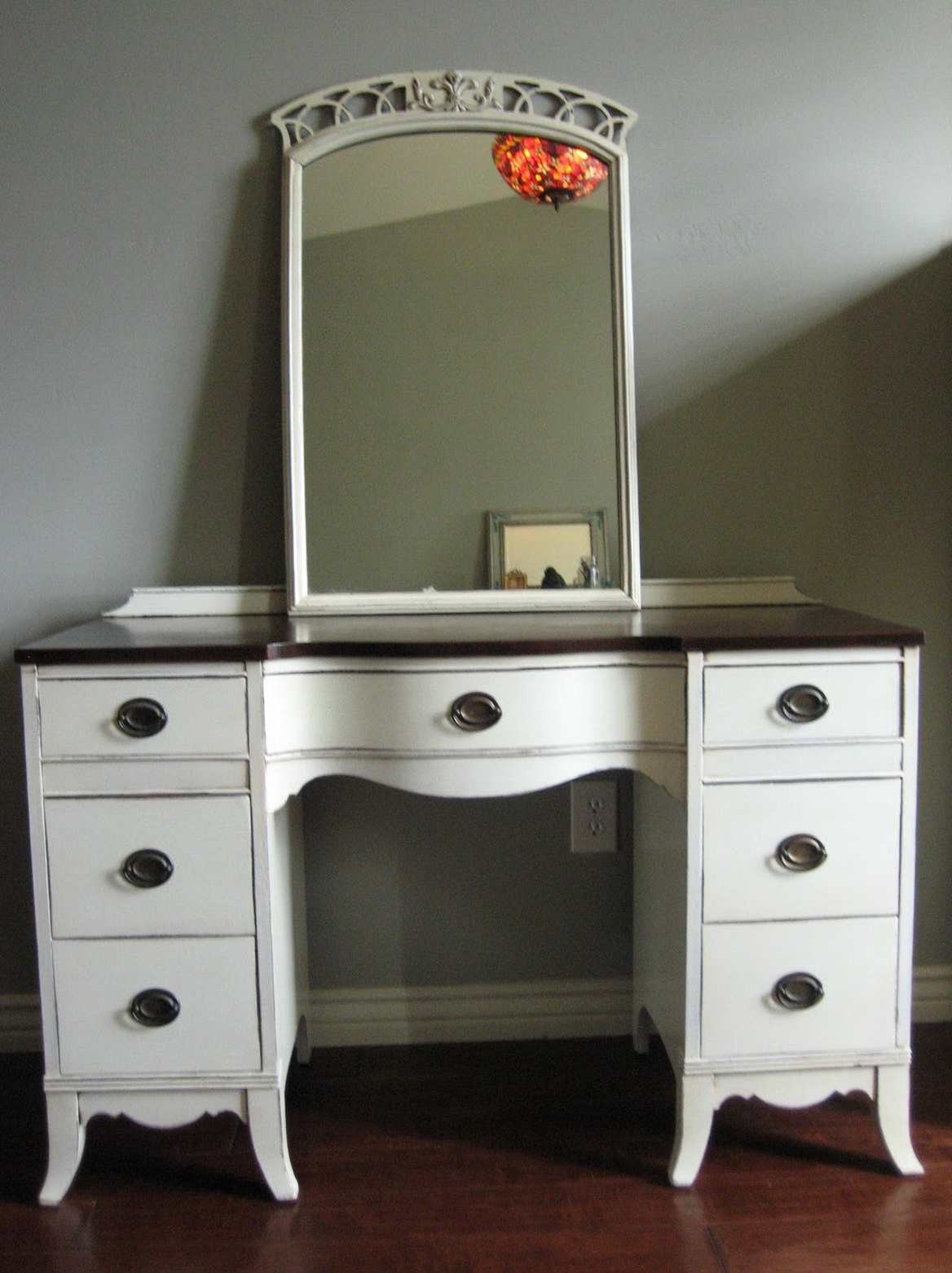 Picture of: White Vanity Dresser Paint