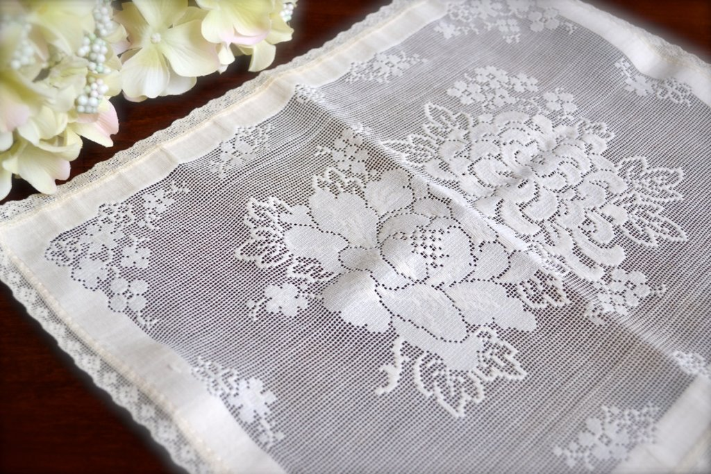 Dresser Runners And Doilies