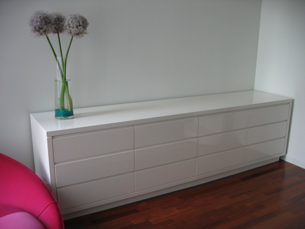 Image of: Extra Long Bedroom Dressers