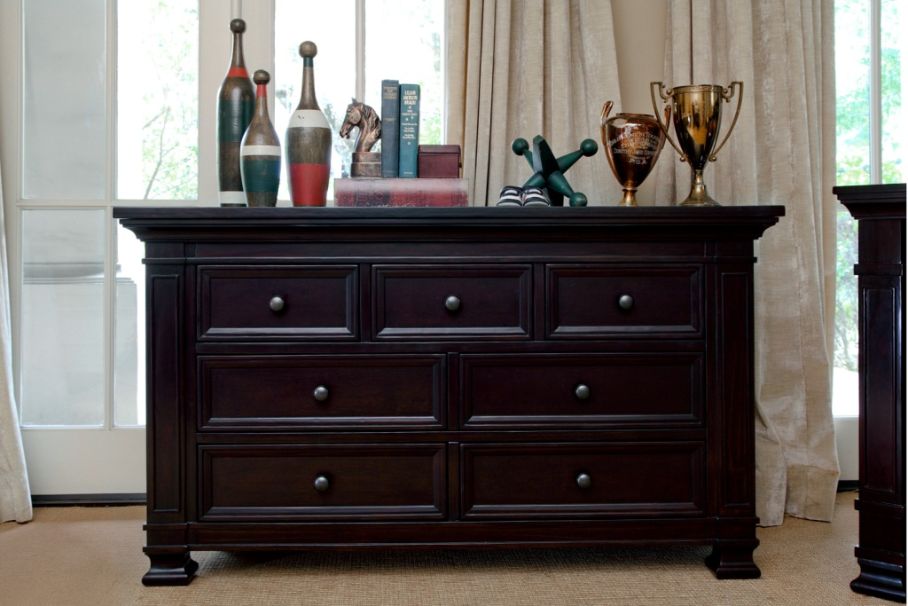 Image of: Extra Wide Dressers Decor