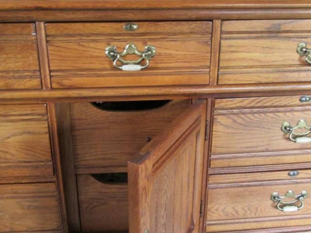 Image of: Lexington Recollections Dresser Decors