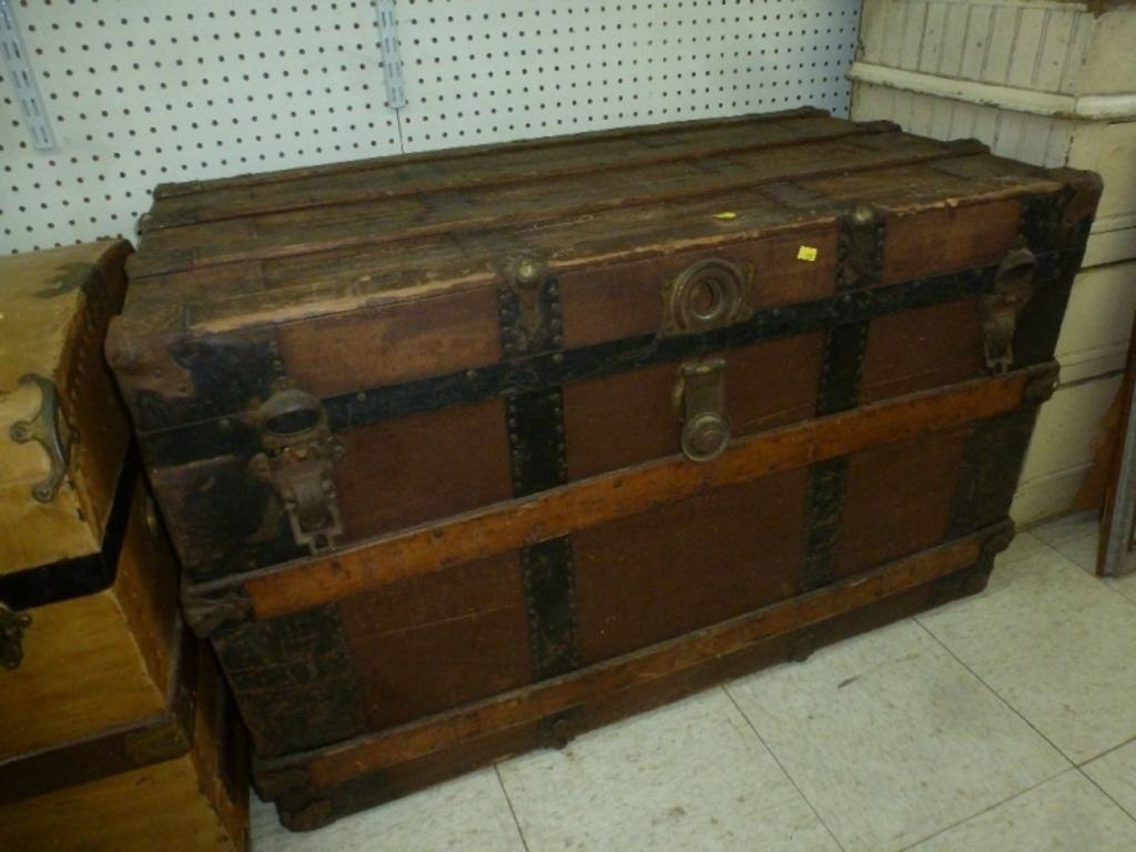 Picture of: Stallman Dresser Trunk