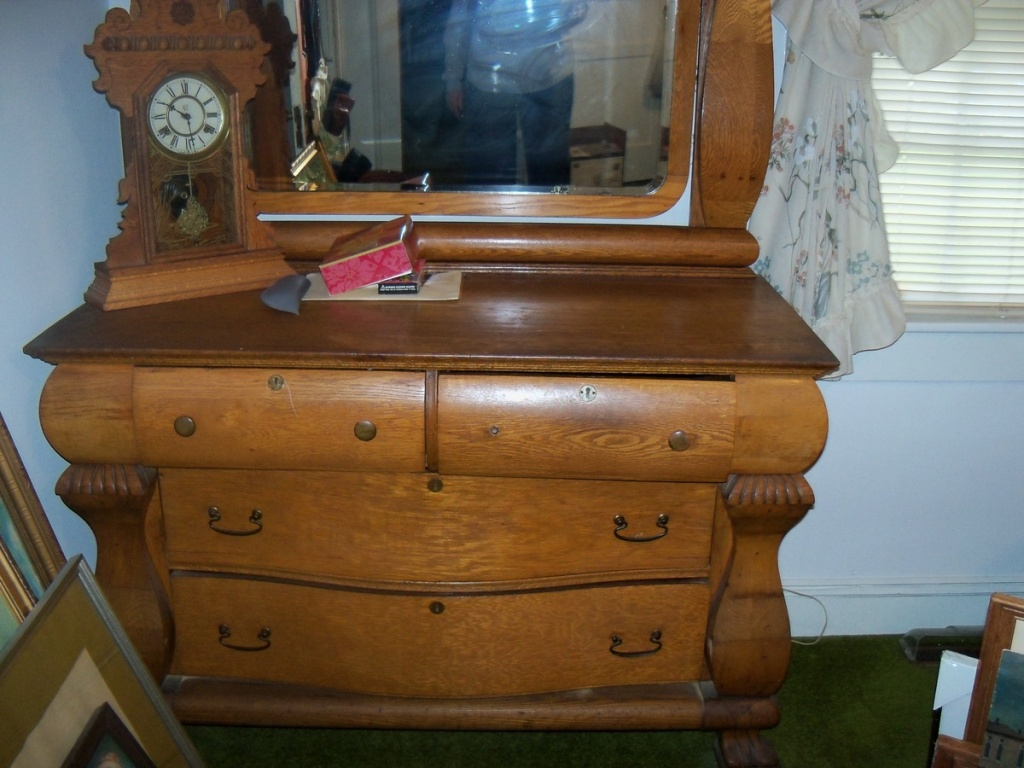 Picture of: Antique Dresser With Mirror