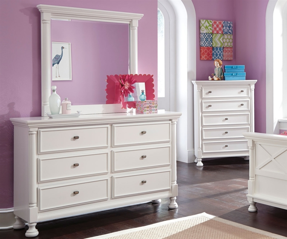 Image of: Ashley Furniture Dresser With Mirror Decors