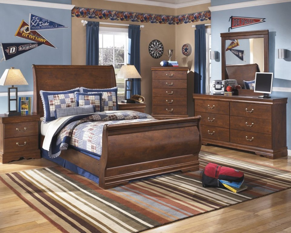 Image of: Ashley Furniture Dresser With Mirror Design