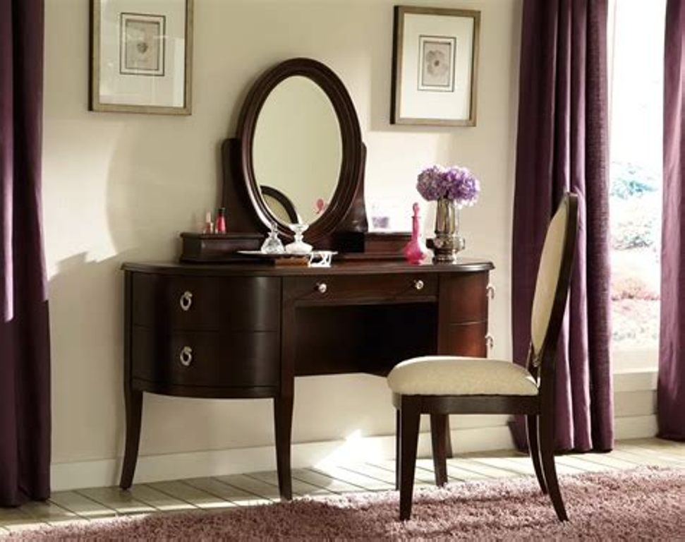 Picture of: Dresser And Mirror