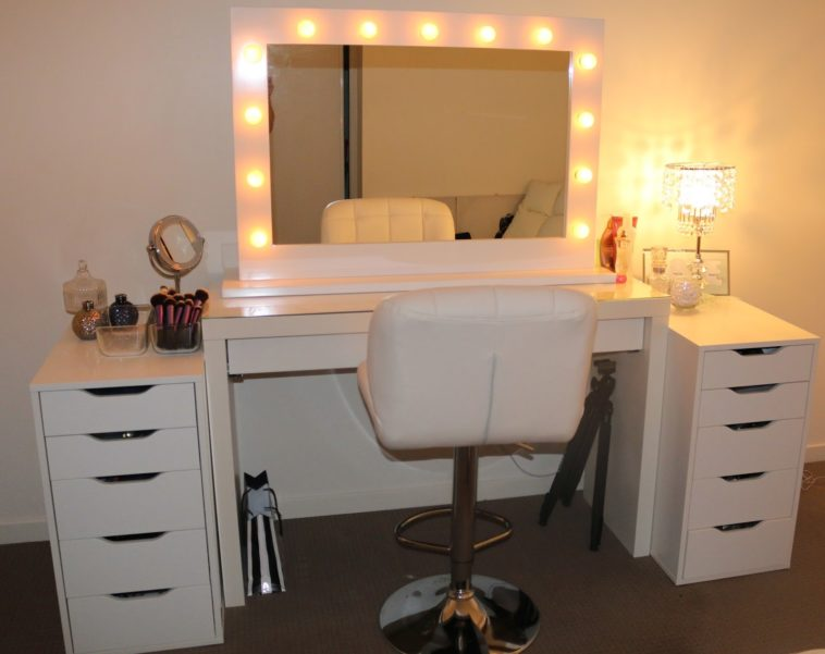 Picture of: Modern Dresser With Mirror And Lights