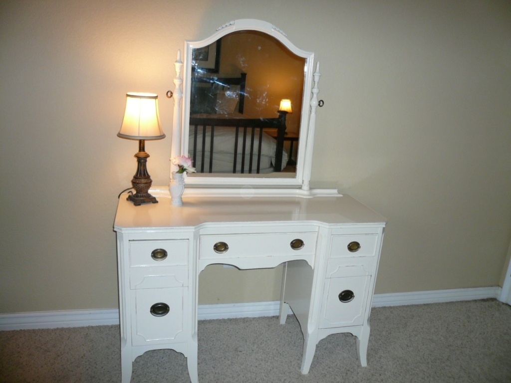 Dressers With Mirror