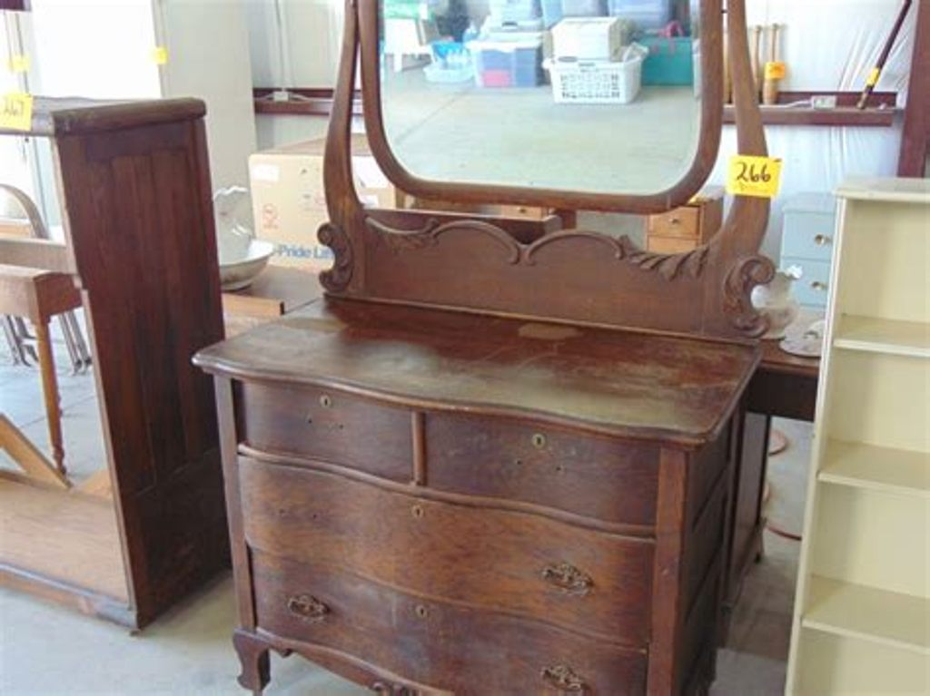 Picture of: Old Antique Dresser With Mirror