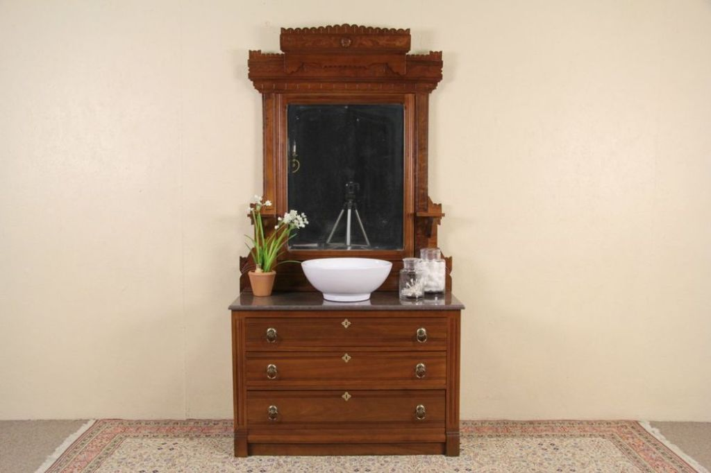 Picture of: Old Dresser With Mirror