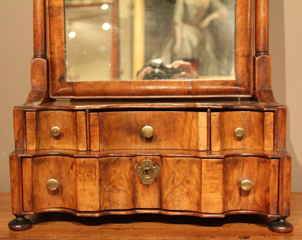 Picture of: Small Dresser With Mirror Decors