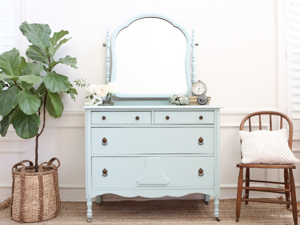 Vintage Dressers With Mirrors