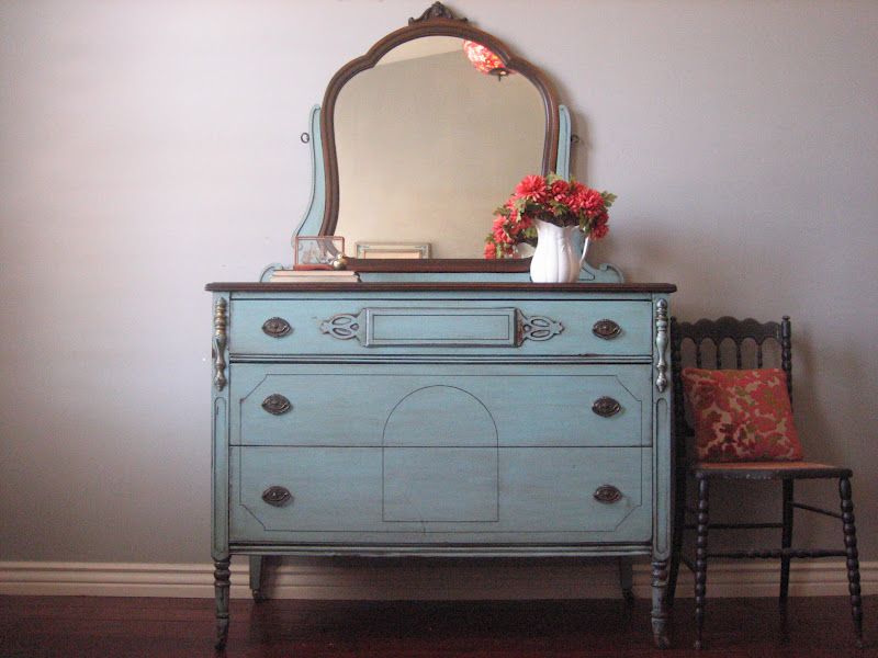Picture of: Vintage Small Dressers With Mirrors
