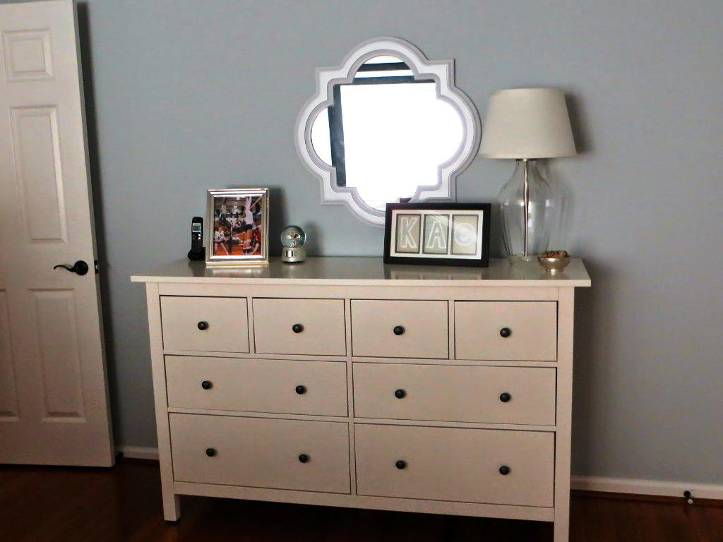 Picture of: Modern White Dresser With Mirror Ikea