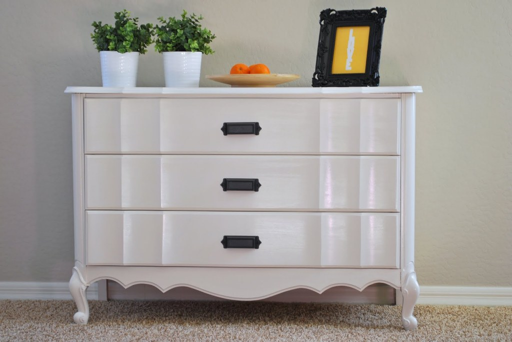 White Ikea Hemnes 3 Drawer Dresser