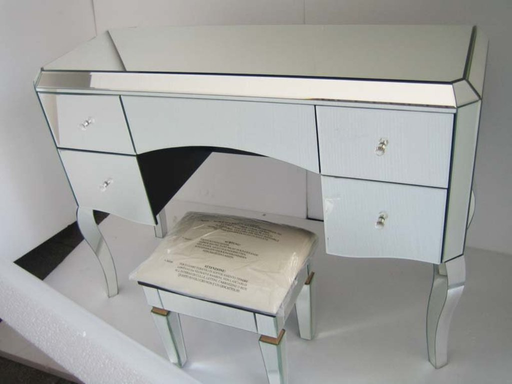 Picture of: Modern Desk And Dresser Set