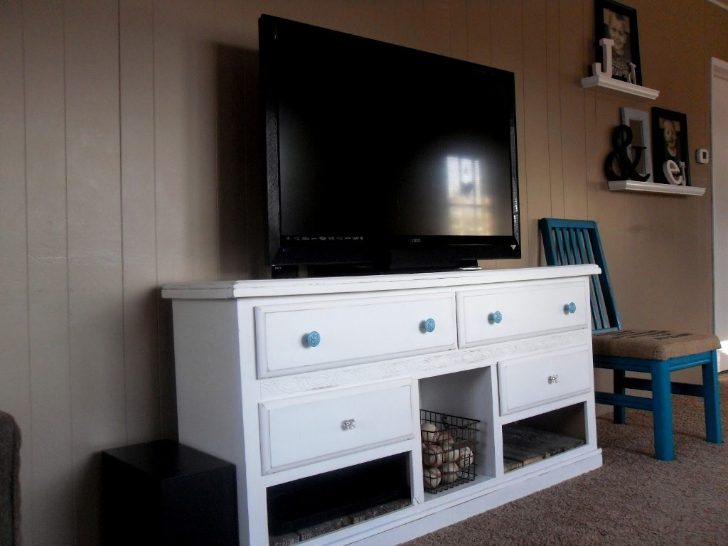 Picture of: Dresser Top Tv Stand Ideas