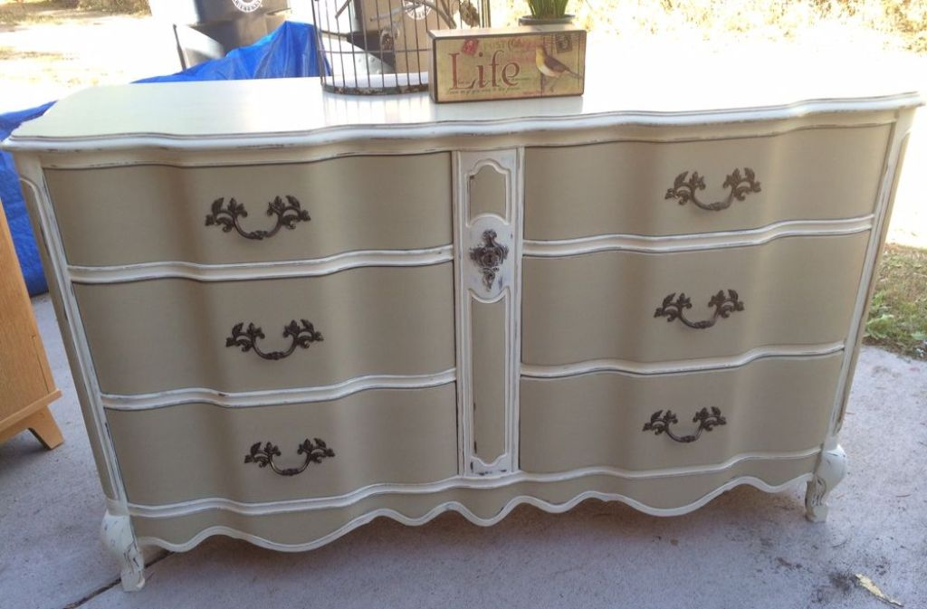 Picture of: How To Whitewash Furniture With Chalk Paint