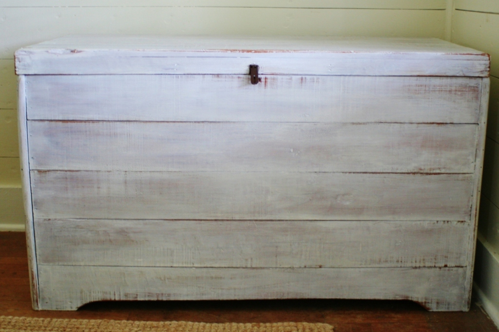 Picture of: How To Whitewash Painted Furniture