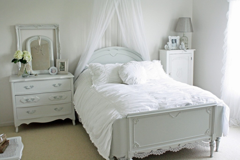 Picture of: Shabby Chic White Bedroom Dresser
