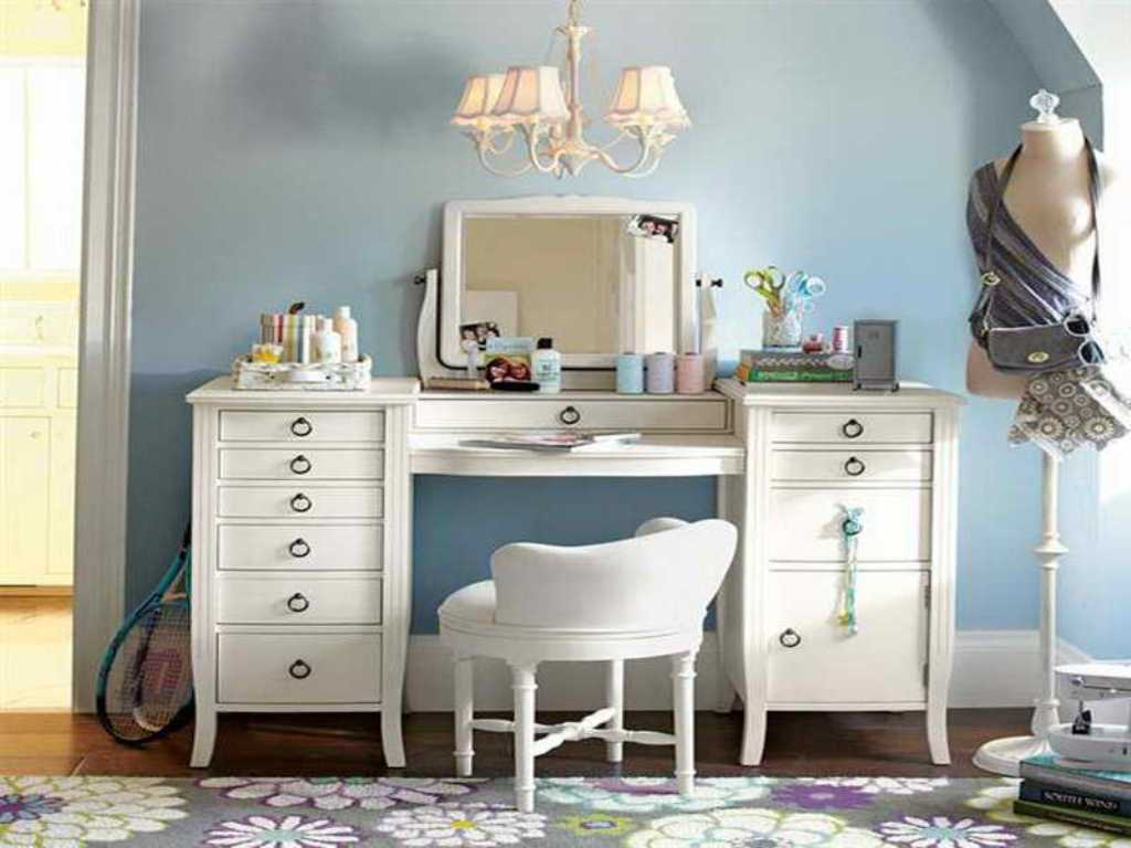 Vanity Table With Drawers