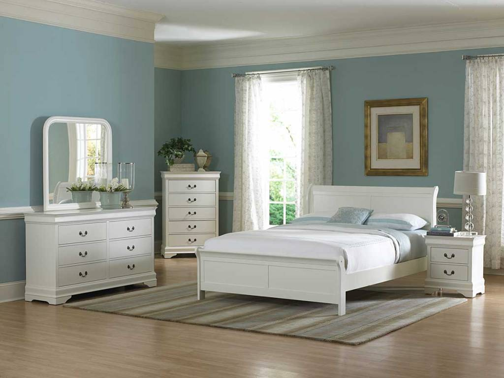 Picture of: White Bedroom Dresser Decor