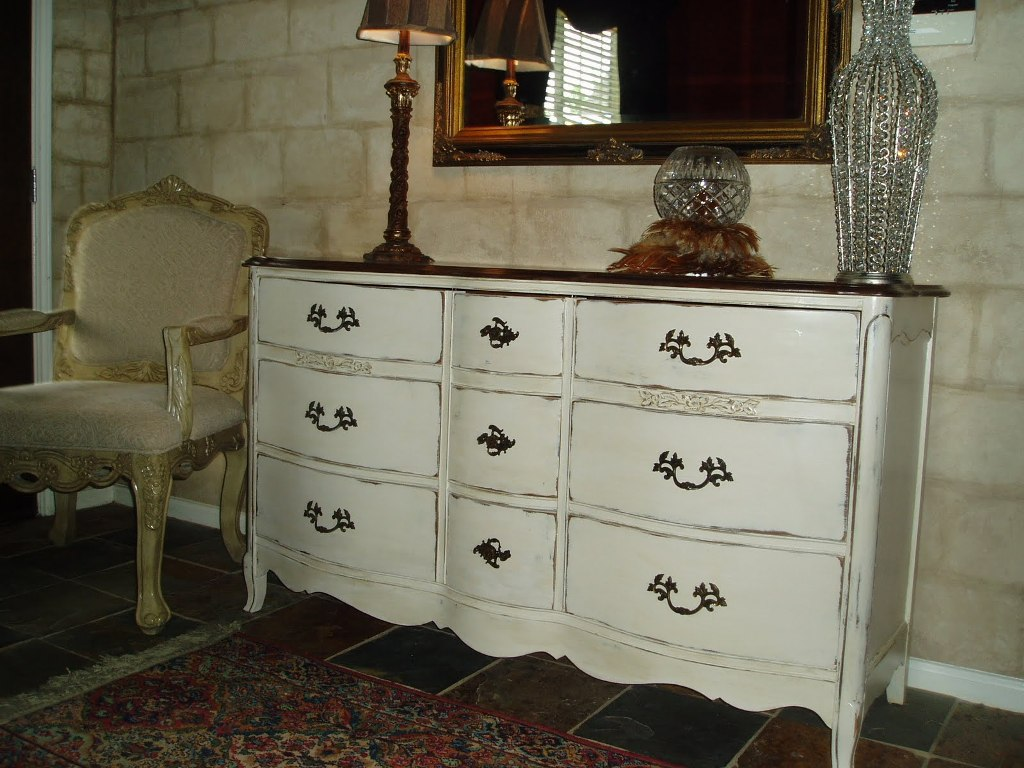White Wood Dresser With Mirror