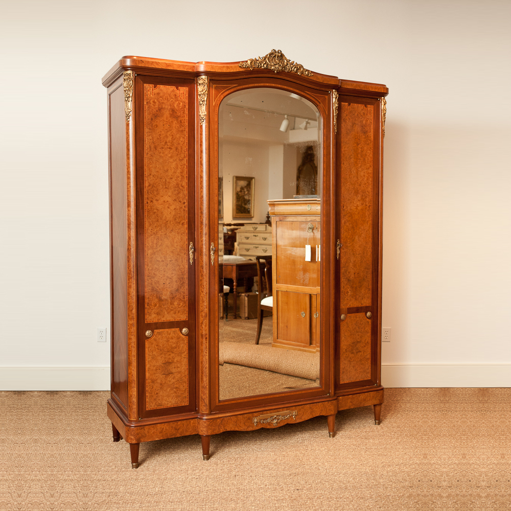 Image of: Design Mirrored Armoire