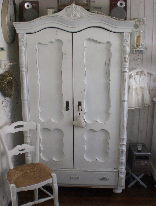 Image of: Distressed Shabby Chic Armoire