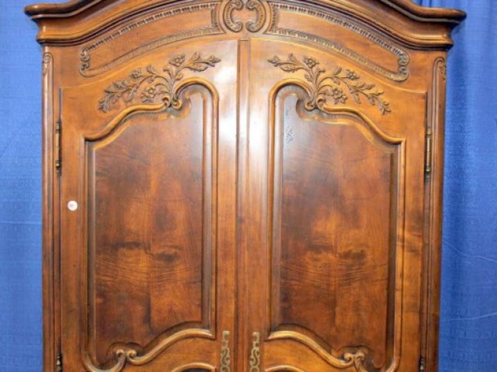 Picture of: Image Henredon Armoire