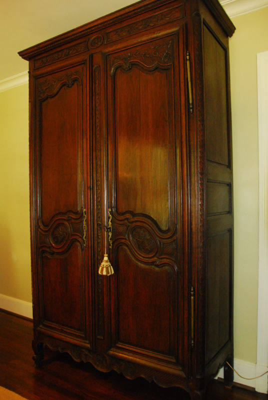 Review French Country Armoire