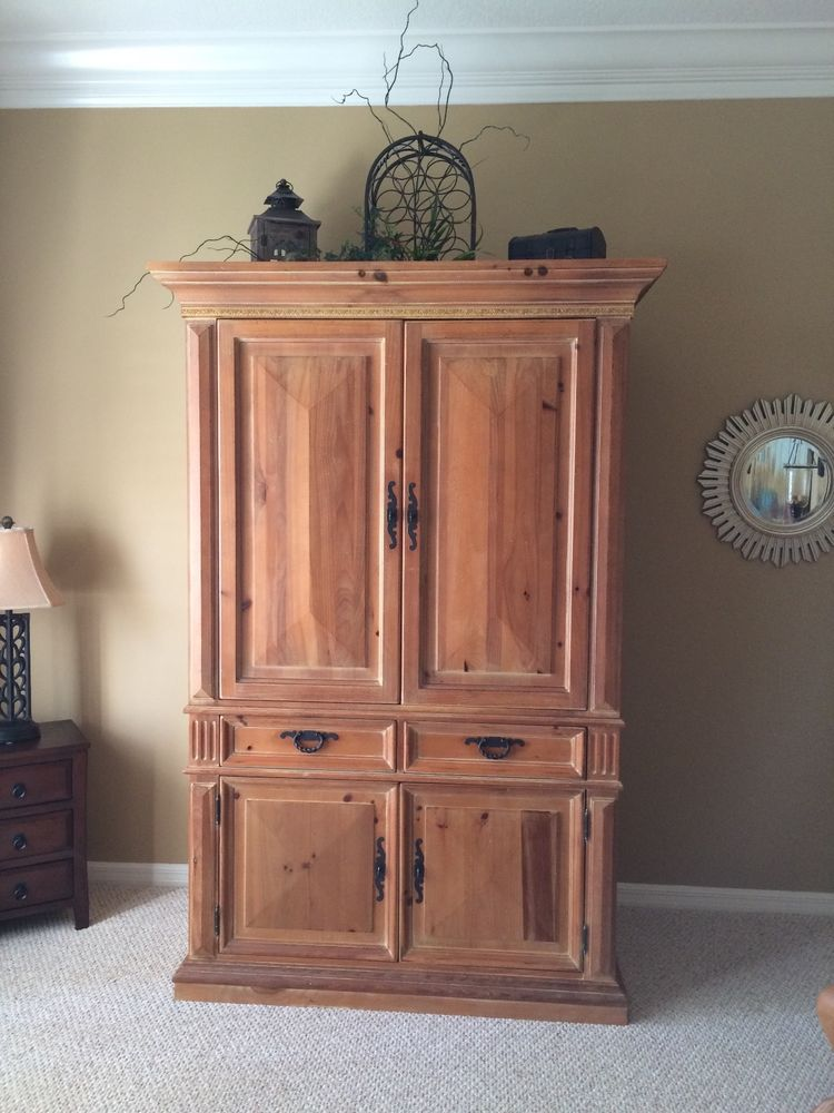 Image of: Rustic Thomasville Armoire