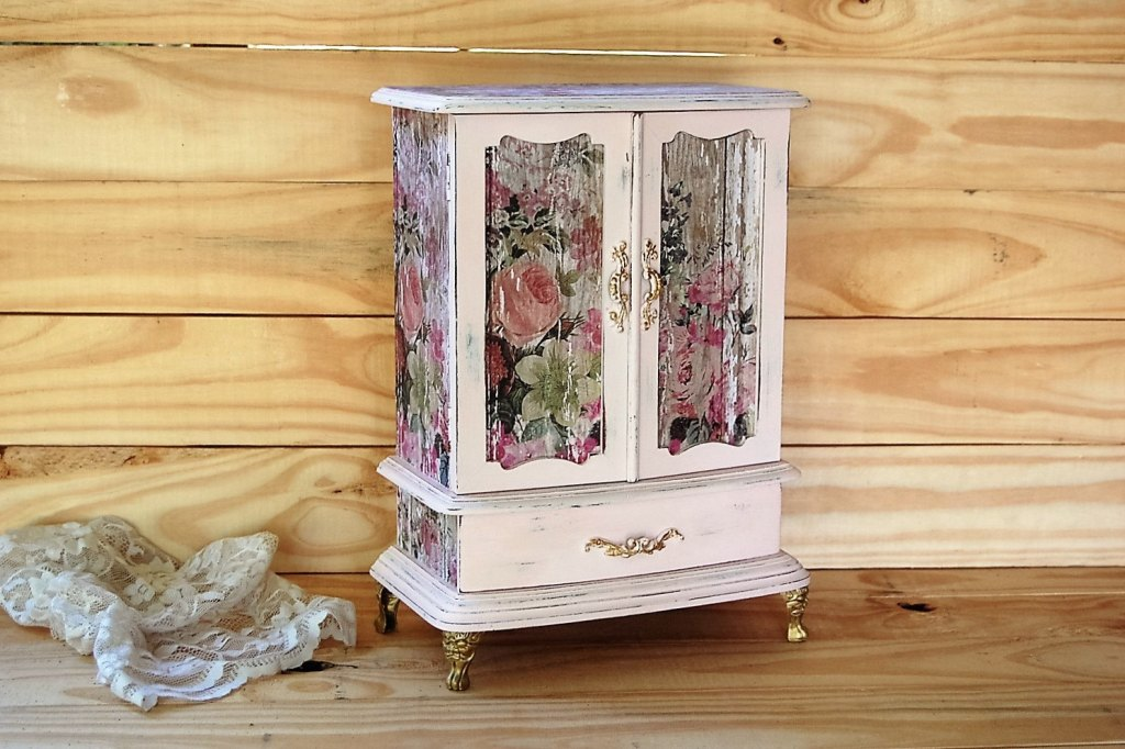 Image of: Shabby Chic Jewelry Armoire With Mirror