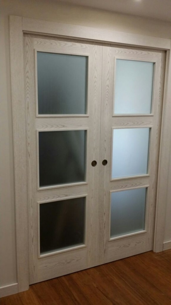 Image of: Simple Glass Door Armoire