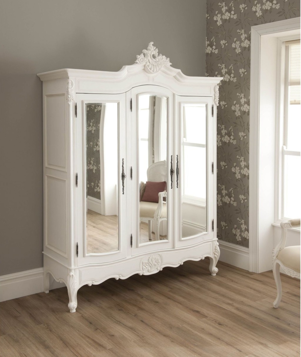 Image of: Unique Bedroom Set with Armoire