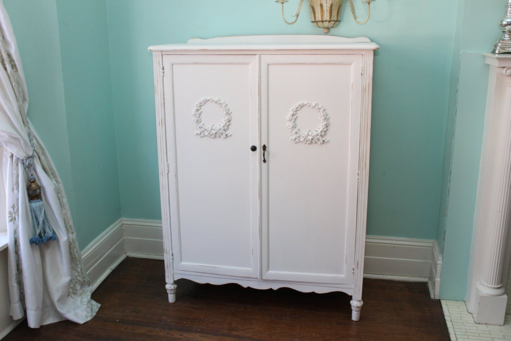 Image of: White Shabby Chic Armoire Design