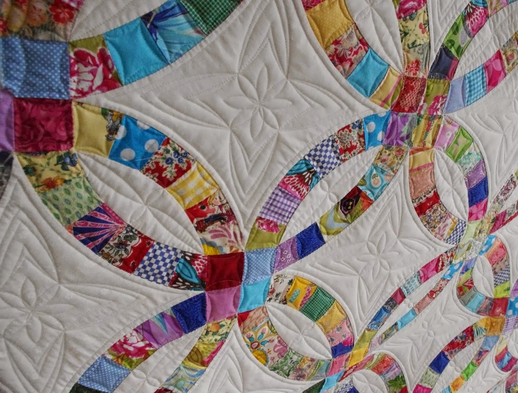 Image of: Amish Wedding Ring Quilt Pattern