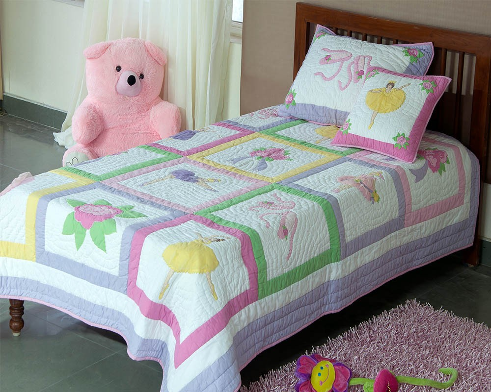 Image of: Applique Baby Quilt Design