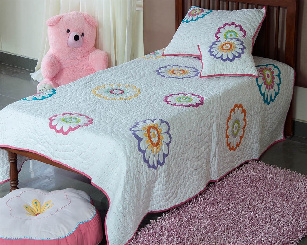 Image of: Applique Baby Quilt Flower