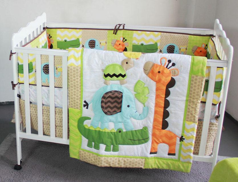 Image of: Applique Baby Quilt Sets