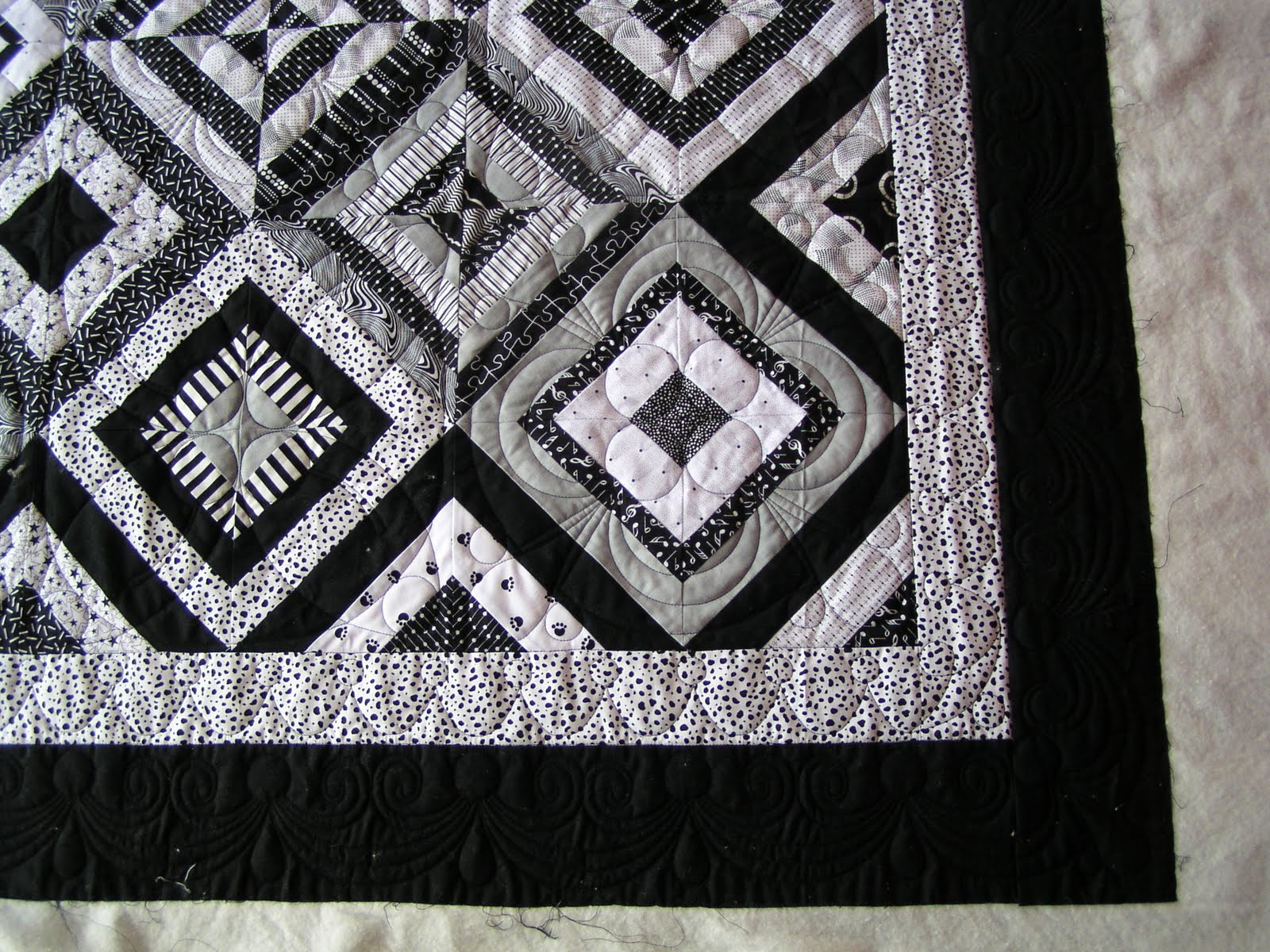Image of: Black And White Quilt Patterns Diy